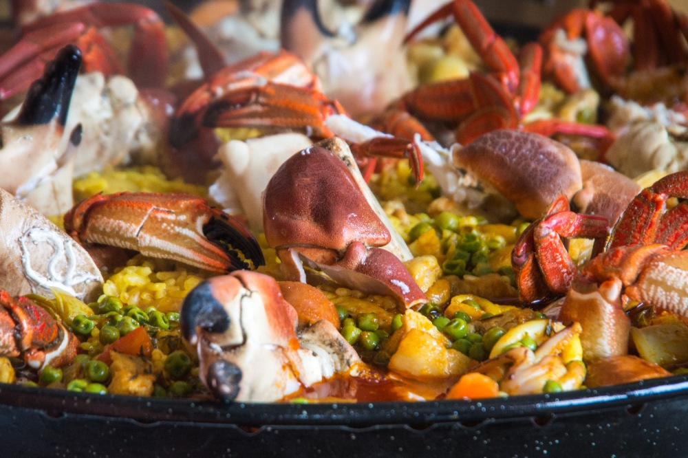 Paella making-8270024